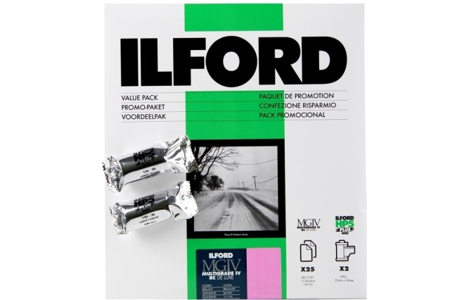 ILFORD 18x24cm/25 MG IV Gloss + 2x HP5+ 135/36, promo kit